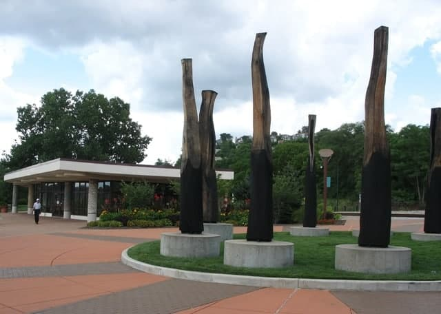 berry international friendship park sculpture