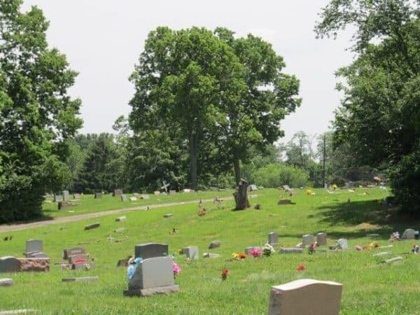 geocaching cincinnati at beech cemetery