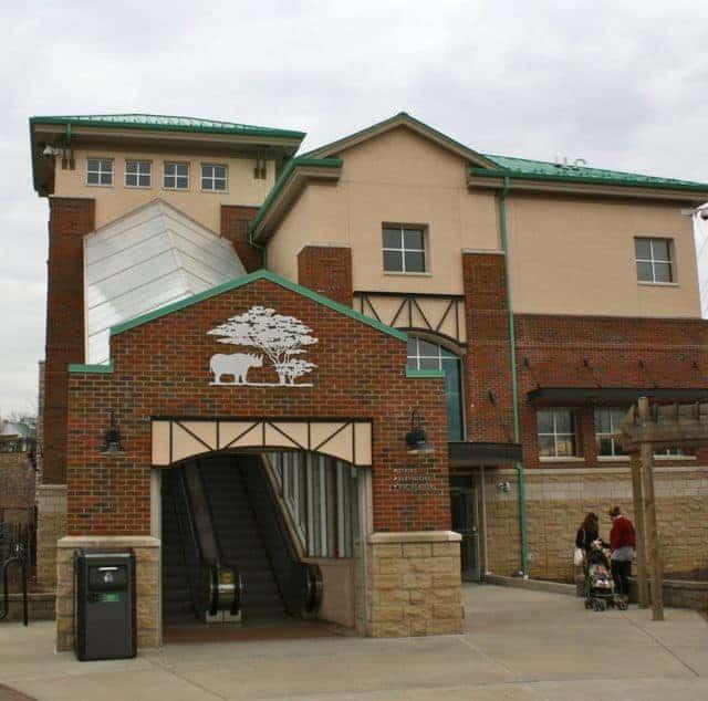 cincinnati zoo entrance parking lot