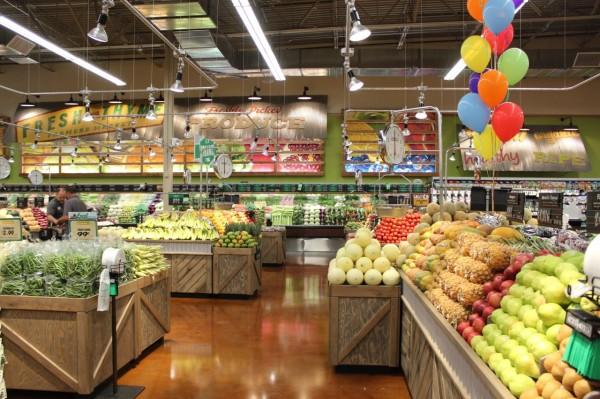 fresh produce at Fresh Thyme Farmers Market in Oakley