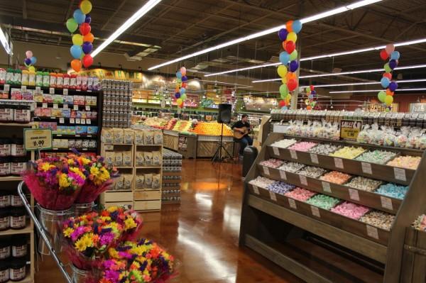 aisles at Fresh Thyme Farmers Market in Oakley