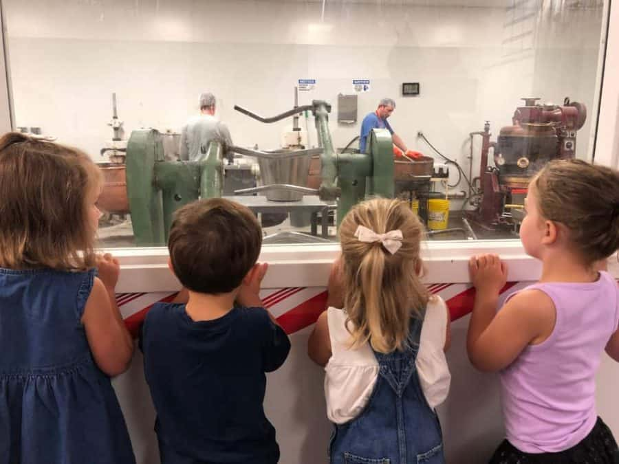 Kids watching as they make candy on the tour at Dorscher's Candy Co