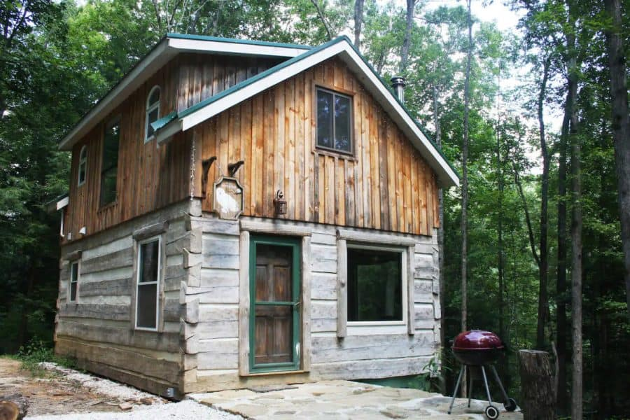The Snowy Owl Cabin in the woods